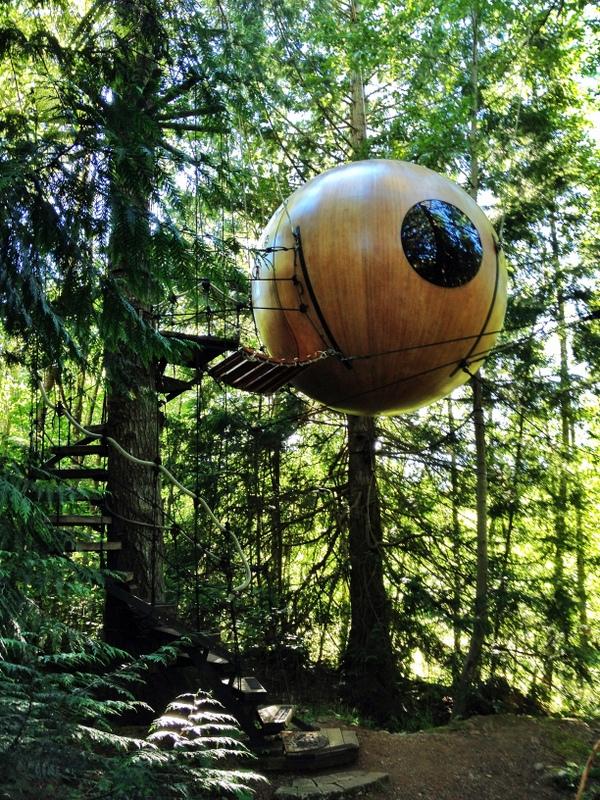 Free Spirit Spheres tree house Baumhaus Glamping Eryn