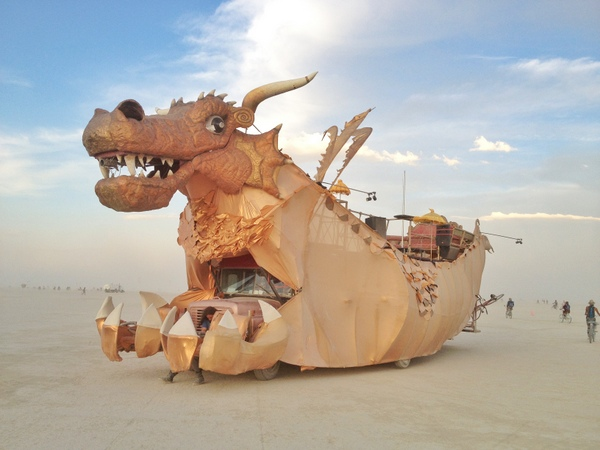 Drache Art Car Burning Man