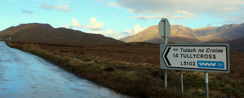 Connemara Tullycross Straßenschild Irland