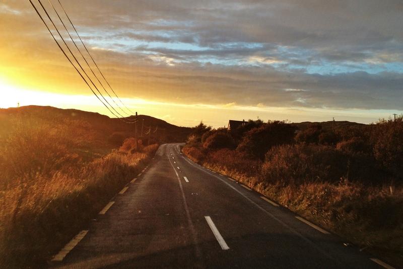 Straße in Connemara Westen Irland Sonnenuntergang