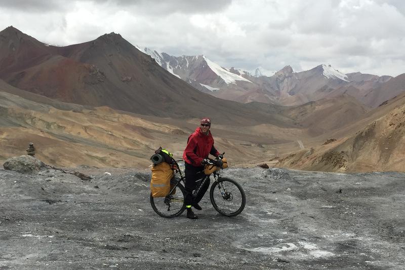 Fahrradfahrer Pamir Highway Tadschikistan Ak Baital