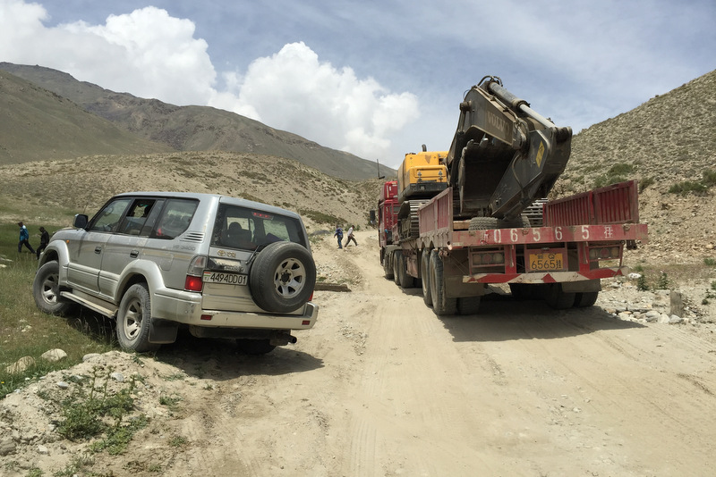 Khargush Pass Straße LKW Pamir Highway
