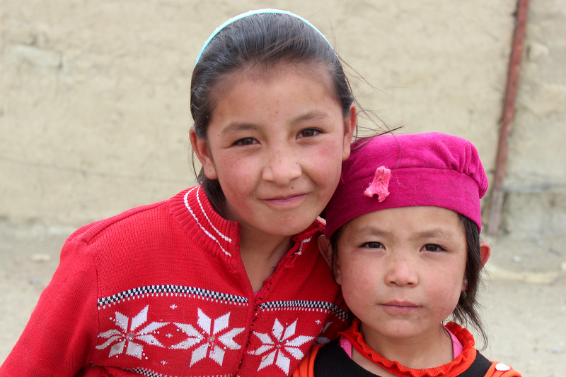Kinder Karakul Pamir Highway Tadschikistan