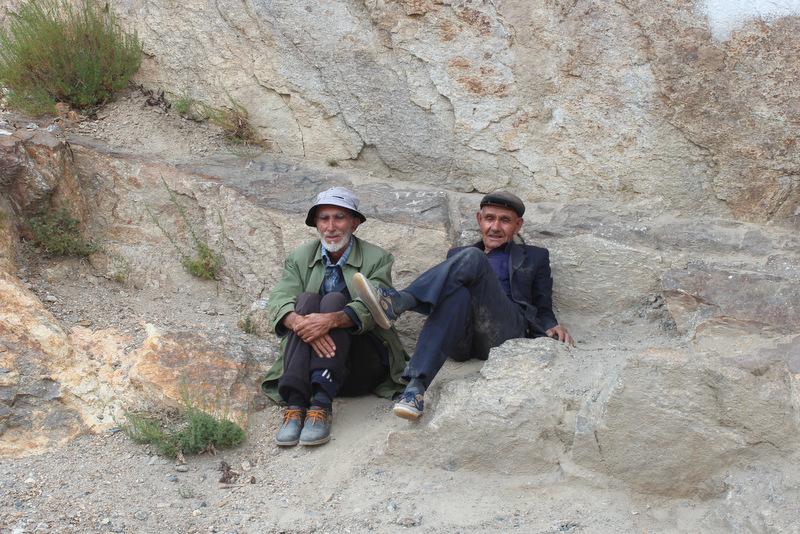 Männer am Straßenrand Pamir Wakhan