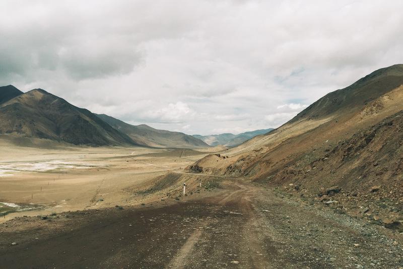 Pamir Highway gebirge Wüste Murghab Karakul