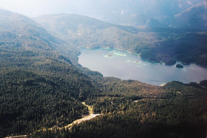 Eibsee von oben Seilbahn Zugspitze