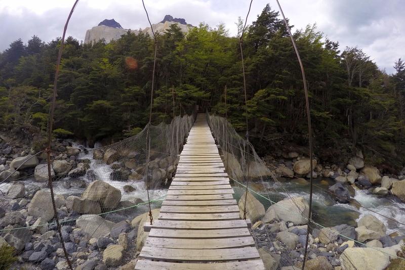 Hängebrücke Torres del Paine Nationalpark W Circuit wandern