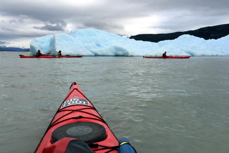 Kajaken mit Eisbergen Lago Grey Torres del Paine Patagonien