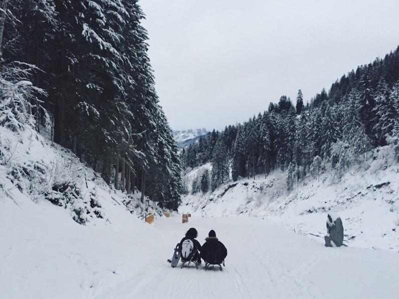 Rodeln Winterurlaub Tirol Oesterreich