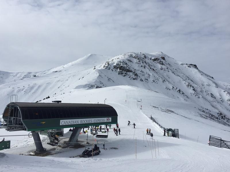 Marmot Basin Sessellift Skifahren Kanada Rockies Jasper