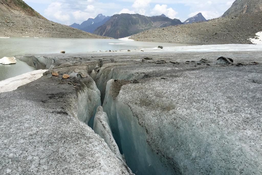 Sulzenauferner Gletscherspalten Stubai Tirol