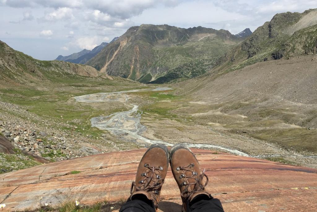 Wanderung Sulzenauhuette Stubai Tirol Sommer