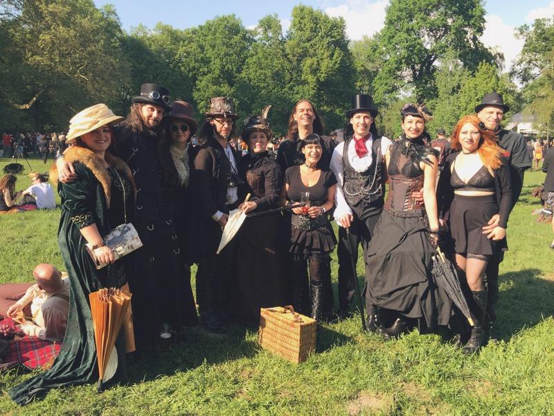 WGT Leipzig Viktorianisches Picknick Besucher Gruppenbild