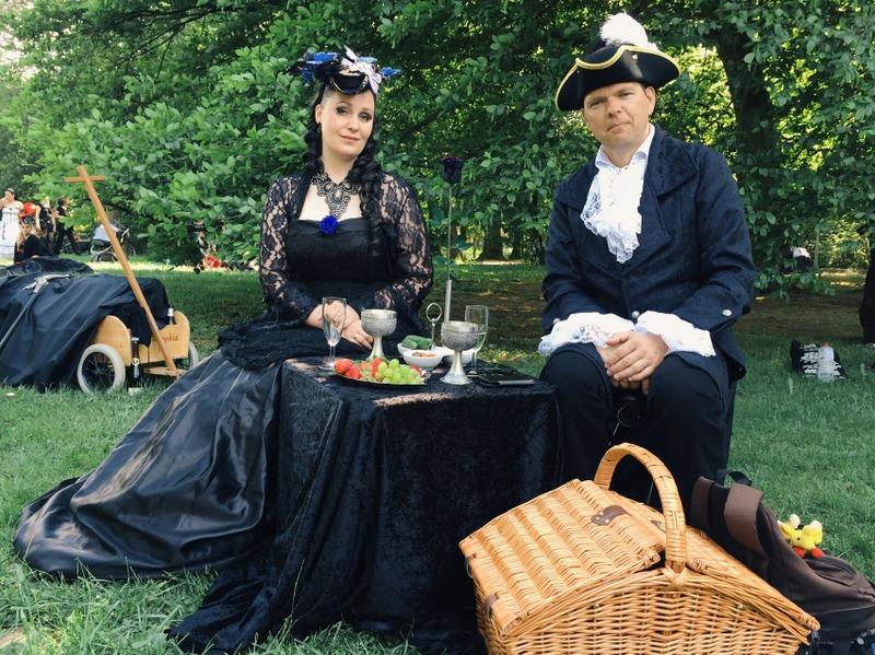 Besucher WGT Leipzig Viktorianisches Picknick im Park