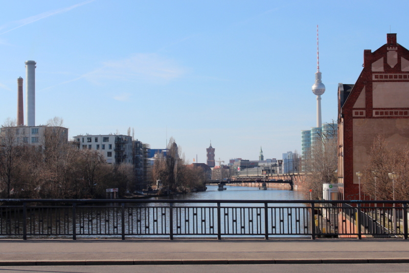 Berlin Spree Schillingbruecke Fernsehturm