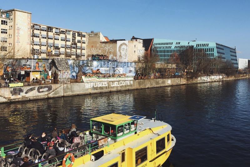 Yaam Streetart Strandbar Spreeufer BerlinYaam Streetart Strandbar Spreeufer Berlin