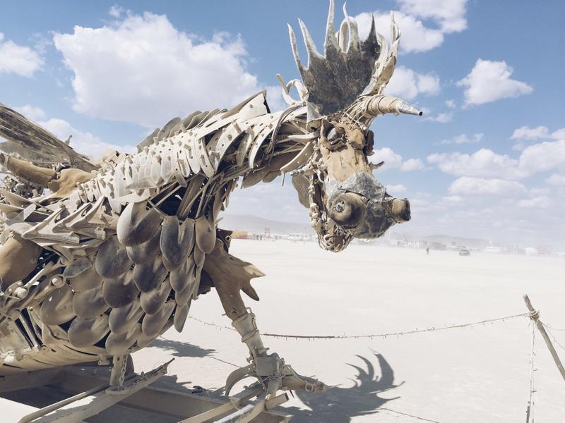 Drache Kunstinstallation Burning Man 2016