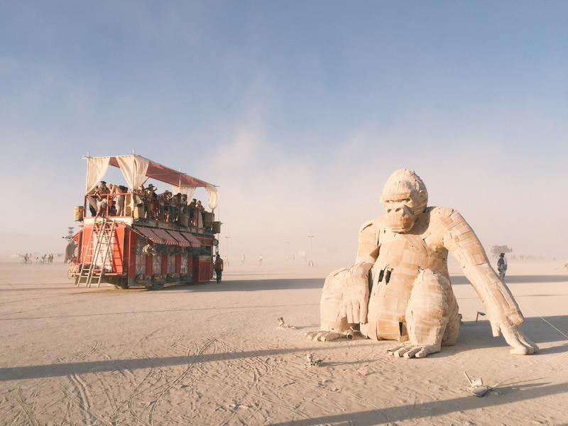Gorillas und Art Car Burning Man