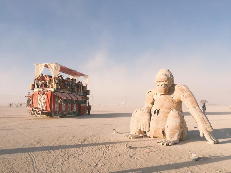 Gorillas und Art Car Burning Man