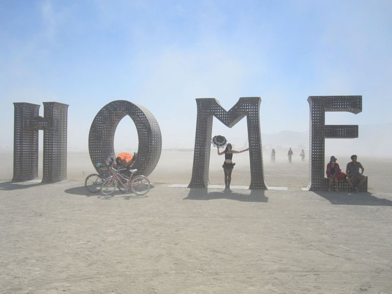 home-burning-man-kunst-playa