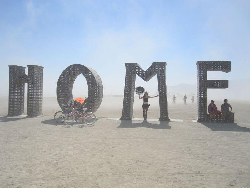 home-burning-man-kunst-playa