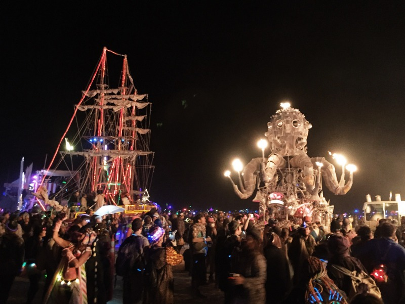 Playa bei Nacht Pulpo Mechanico Burning Man