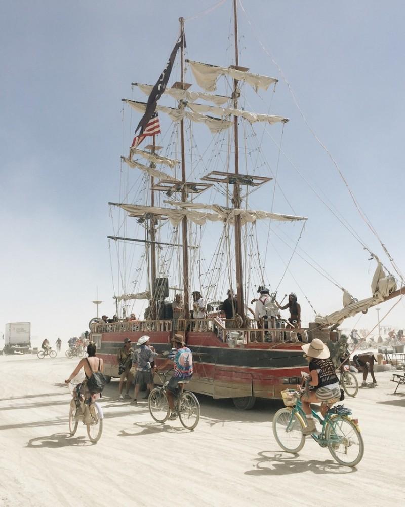 Schiff Art Car Burning Man