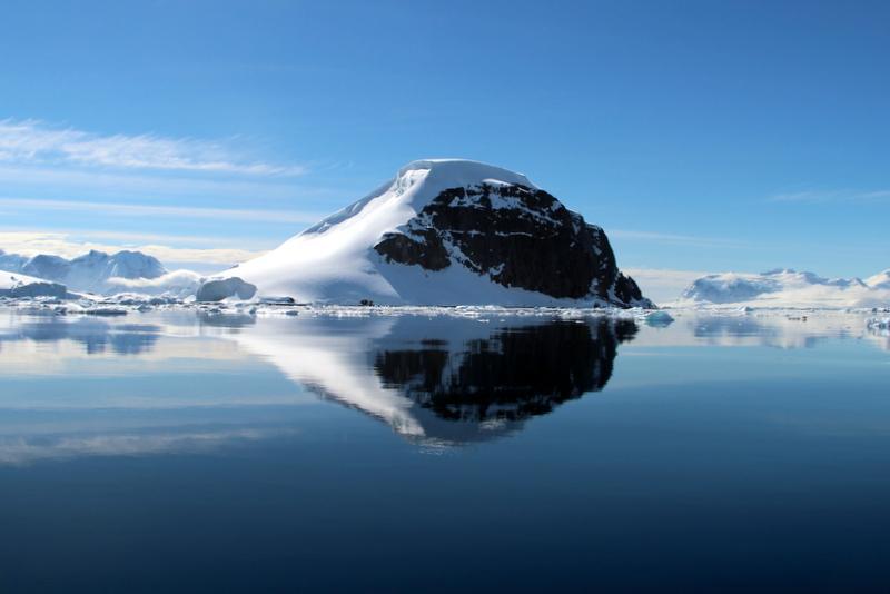 antarktis-spiegelung-im-wasser-4