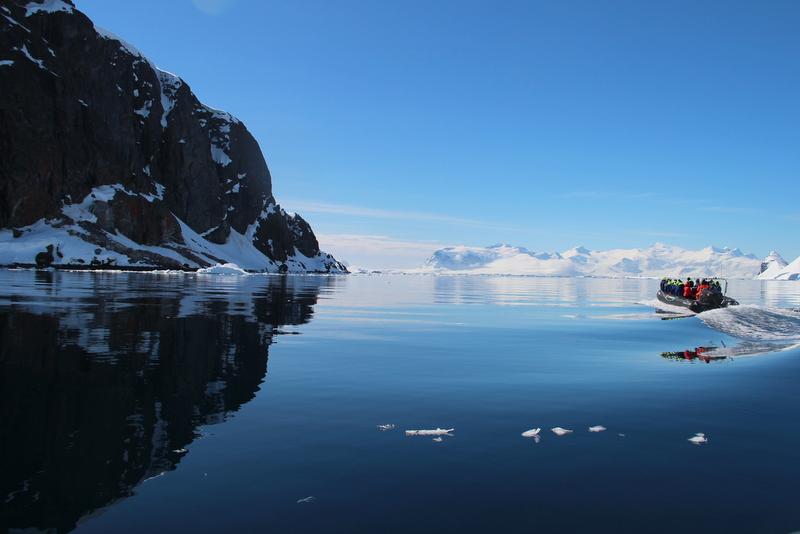 hurtigruten-antarktis-cruisen-im-zodiac