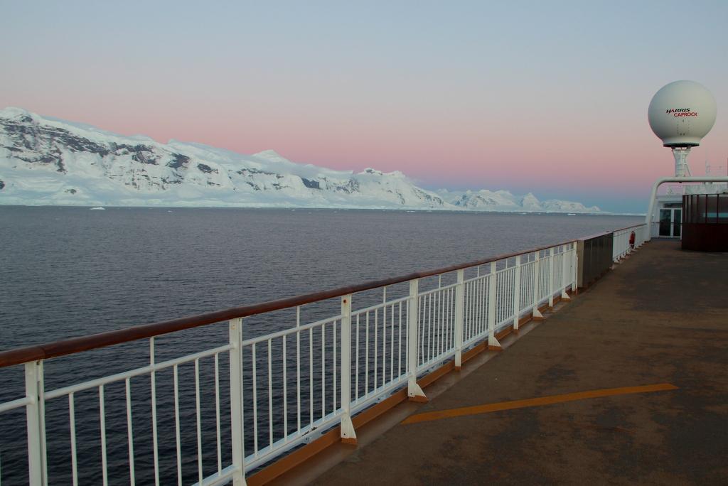 Antarktis Gerlache Strait Abendlicht Sonnenuntergang Deck