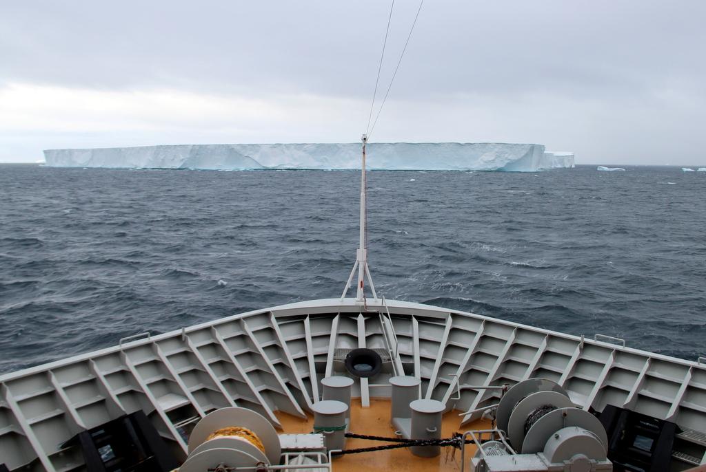 Eisberg voraus Kreuzfahrt Antarktis Eisberg