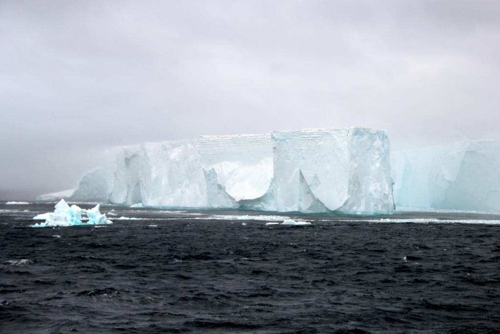 Eisberge in der Antarktis Tafeleisberg