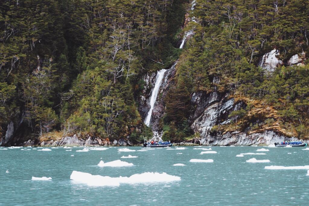 Garibaldi Fjord Chile Wasserfall