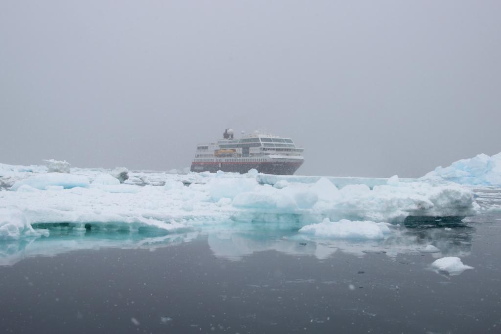 MS Midnatsol Antarktis Kreuzfahrtschiff Hurtigruten