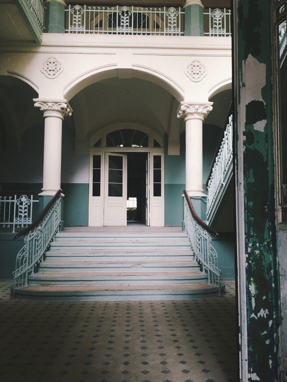 Beelitz Drehort A Cure for Wellness Rammstein Treppenhaus