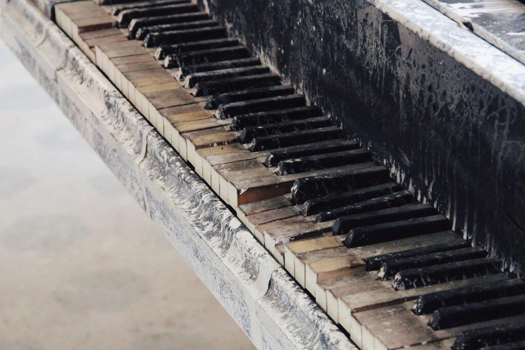Beelitz Heilstaetten Klavier Meret Becker