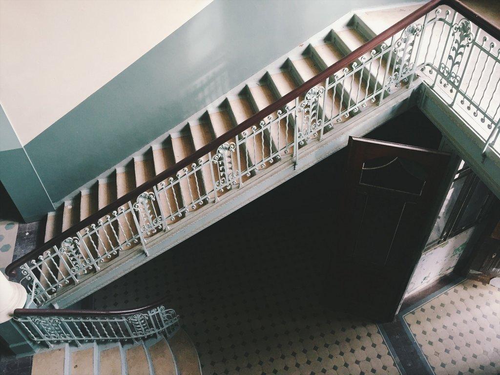 Beelitz verlassenes Krankenhaus Berlin Treppenhaus