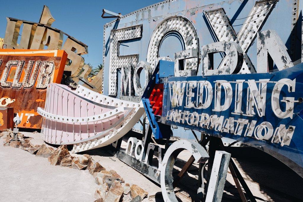 Las-Vegas-Neon-Museum-Vintage-Schilder
