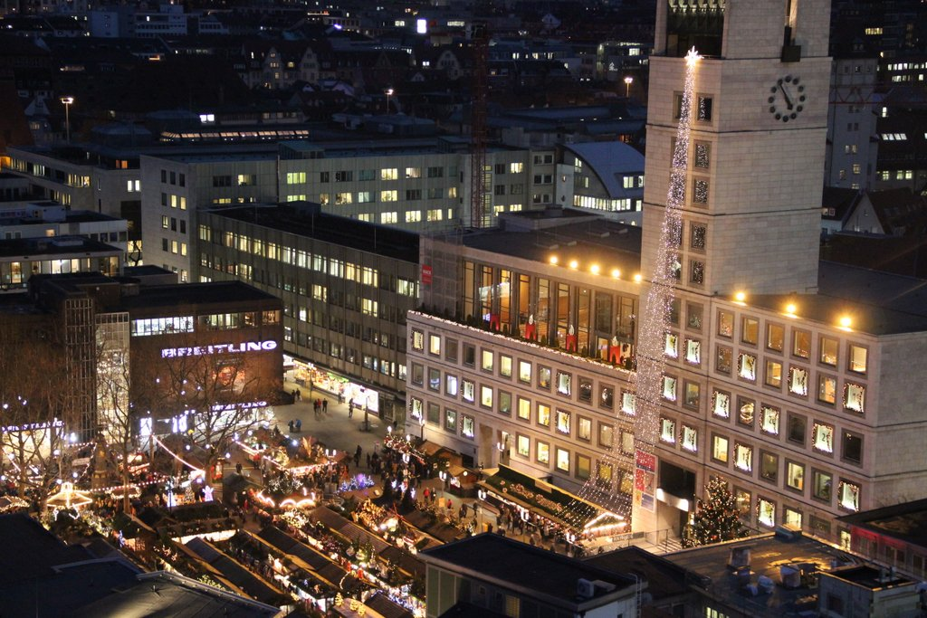 Stuttgart Weihnachtsmarkt Rathausplatz