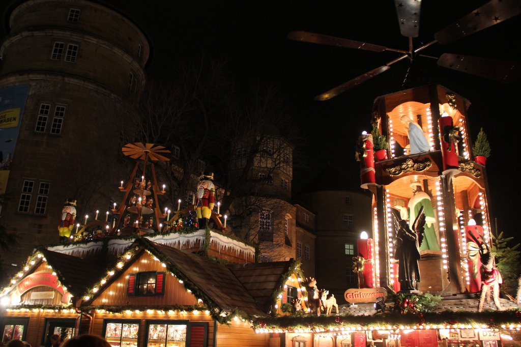 Stuttgart Weihnachtsmarkt Schillerplatz