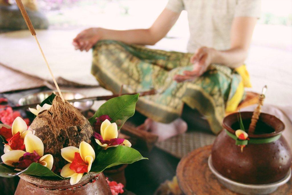 Bali-Zeremonie-Opfergaben-Ubud-Fivelements