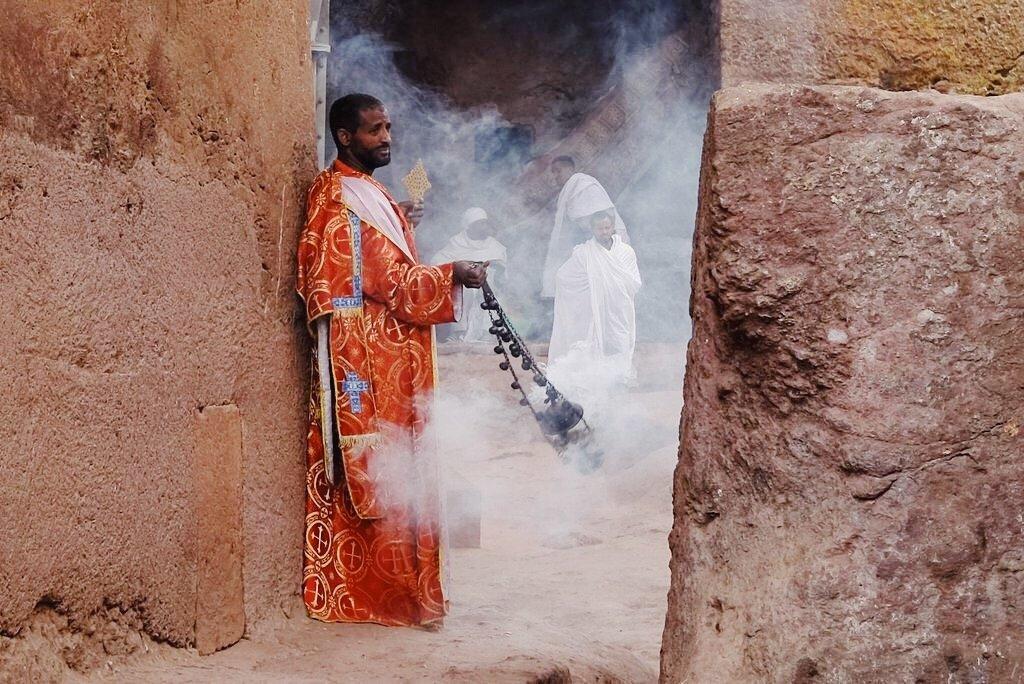 Priester-Felsenkirchen-Lalibela-aethiopisch-orthodox