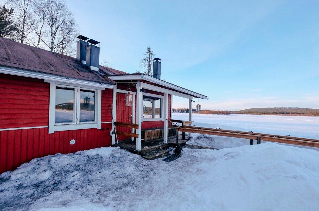 Finnland-Winter-Sauna-am-See