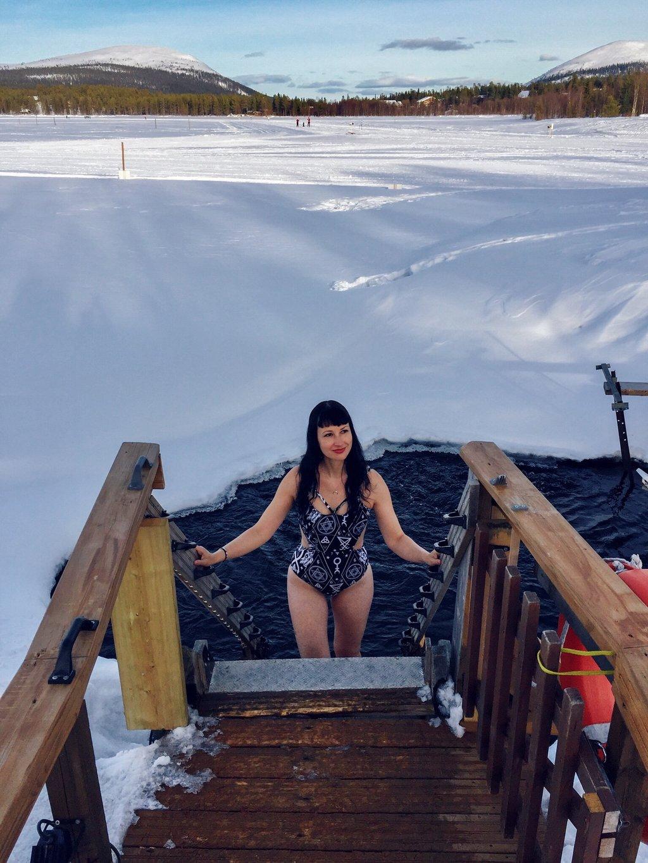 Lappland-Sauna-Eisloch-Winter-Yllas