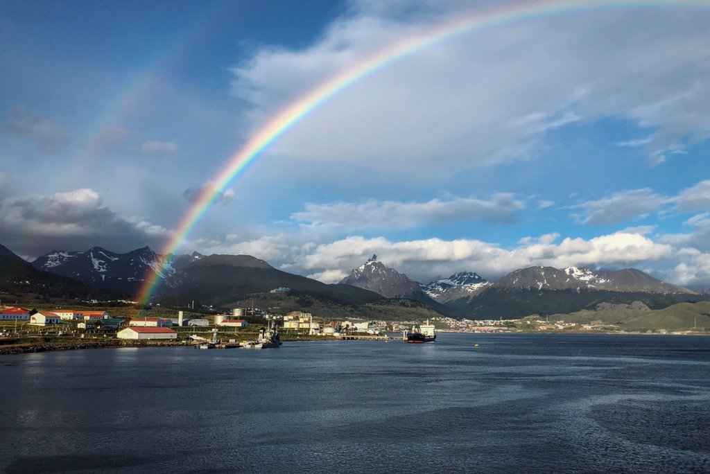 Ushuaia-Hafen-Regenbogen