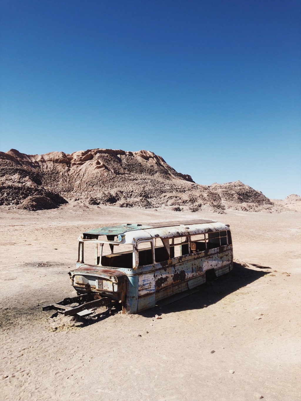 Verlassener-Bus-Atacama-Wueste-Chile