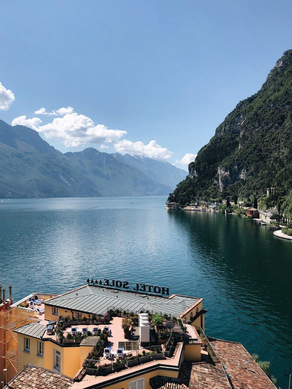 Urlaub Am Gardasee In Norditalien Tipps Für Riva Limone Und Malcesine Black Dots White Spots