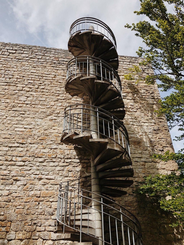 Ruine-Wartstein-Treppe-Turm
