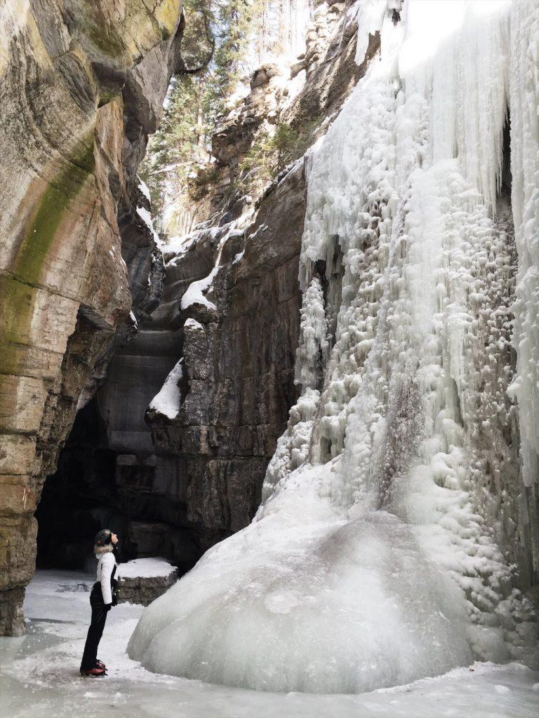 Ice-Climbing-Maligne-Canyon-Jasper-Kanada