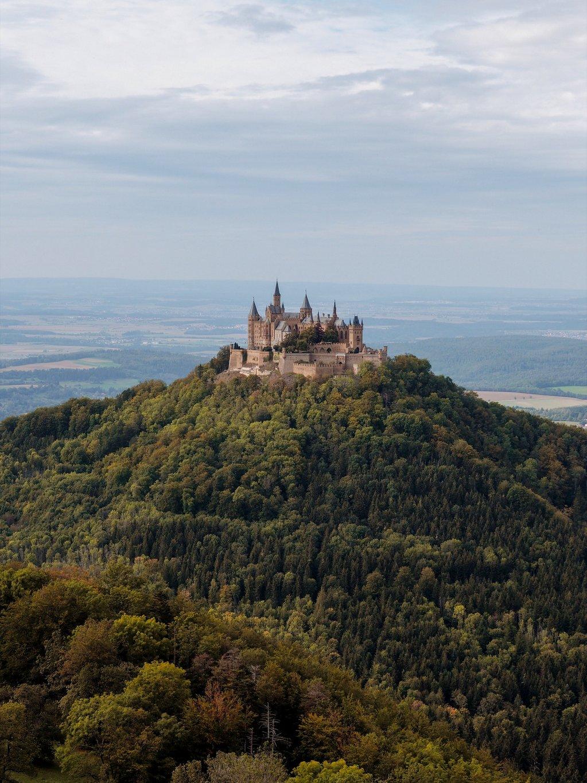 Burg-Hohenzollern-im-Herbst